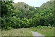 SK0955 : Woods & hills on beside the Manifold Trail by Row17
