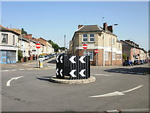 ST3288 : Mini-roundabout Duckpool Road, Newport by Jaggery