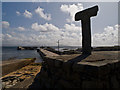 B8546 : Tau Cross and West Pier, Toraigh by David Baird