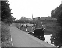 SK5803 : Narrow boats by Mill Lane Bridge, Leicester by Dr Neil Clifton