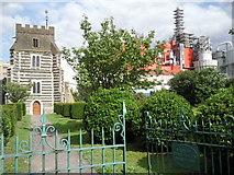 TQ5977 : The entrance to West Thurrock Churchyard by Kenneth Yarham