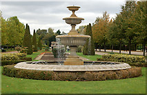 TQ2882 : Fountain in Avenue Gardens, Regents Park (2) by Andy F