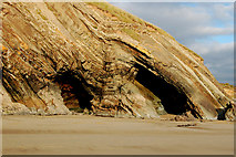 SM8422 : Folds and erosion in rock strata at Newgale beach by Andy F