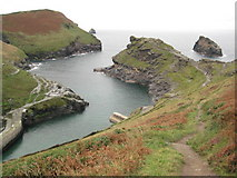 SX0991 : Entrance to Boscastle Harbour by Philip Halling