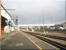 SU4519 : Looking northwards up platform 3 at Eastleigh Railway Station by Basher Eyre