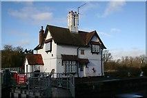 SU5980 : Lock keepers house by Bill Nicholls