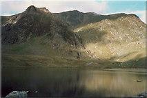 SH6459 : Llyn Idwal and Y Garn by Richard Law