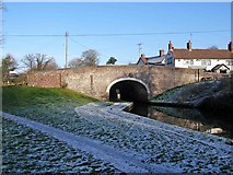 SO8688 : Canal bridge by Greensforge Lock by P L Chadwick