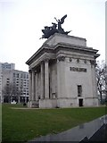 TQ2879 : The Wellington Arch by Stanley Howe