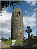 O0598 : Round Tower at Dromiskin, Co. Louth by Kieran Campbell