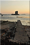 NM9247 : Jetty and Castle Stalker by Steven Brown