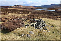 NN6968 : Small shieling above Loch Cruin by Calum McRoberts