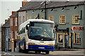 J2458 : Goldline coach, Hillsborough by Albert Bridge