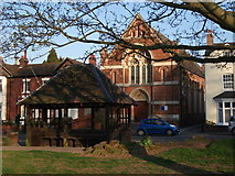 SP2872 : Bus shelter and United Reformed Church, Abbey Hill, Kenilworth by John Brightley