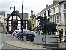 SJ0743 : Statue commemorating Owain Glyndwr, Corwen by Jeremy Bolwell