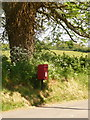 ST6904 : Henley: postbox № DT2 88 by Chris Downer