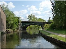 SJ9398 : Railway bridge, northern end of the Peak Forest Canal by Christine Johnstone