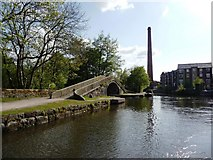 SJ9398 : Canal junction, looking west by Christine Johnstone