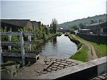 SE1115 : Huddersfield Narrow Canal, Milnsbridge by Christine Johnstone
