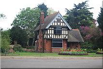 TQ3473 : Rosebery lodge, Rosebery Gate, Dulwich Park by N Chadwick