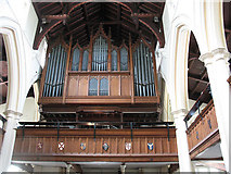 TQ2471 : St Mary's church, Wimbledon: organ by Stephen Craven