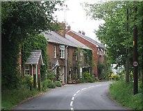 SP9015 : Cottages on Luke's Lane, Gubblecote by Rob Farrow