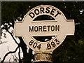 SY8089 : Moreton: finger-post detail by Chris Downer