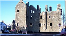 NX6851 : Castle and Kirkcudbright War Memorial by Helen Bowick