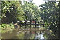 SU9947 : Weir, River Wey / Wey Navigation by N Chadwick