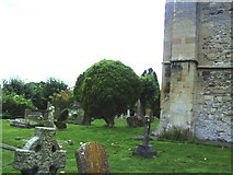 SP7006 : St Mary's church, east end and churchyard by Roger Templeman