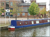 SE1437 : Walking along the Leeds to Liverpool Canal #151 by Ian S