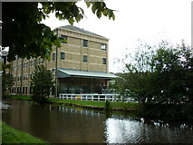 SE1437 : Walking along the Leeds to Liverpool Canal #154 by Ian S