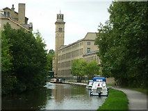 SE1438 : Walking along the Leeds to Liverpool Canal #156 by Ian S