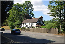 SU9948 : Cottage on Shalford Rd by N Chadwick