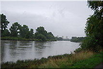 TQ1776 : Looking downstream, River Thames by N Chadwick