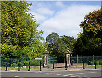 SO9098 : Gateway into West Park, Wolverhampton by Roger  Kidd