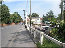 TM2750 : Approaching a pub in Melton Hill by Basher Eyre