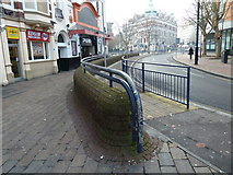 SU6400 : Curious dual carriageway pavement in Guildhall Square by Basher Eyre