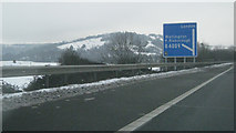 SU7197 : M40 southbound at junction 6 by Robin Stott