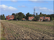 SU5985 : Farmland, houses and mast, Cholsey by Andrew Smith