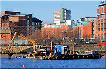 J3473 : Dredging the River Lagan, Belfast  -  2010/11 (107) by Albert Bridge