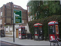 TQ3386 : Phone boxes and road sign, Stoke Newington High Street by David Howard