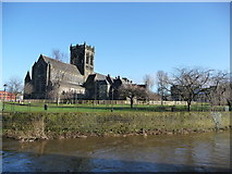 NS4863 : Paisley Abbey and River Cart by Tom Pattison