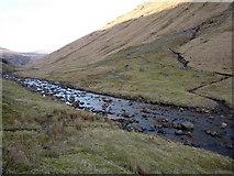 NN2319 : Old shielings and sheep fank walls in Glen Fyne by Richard Law
