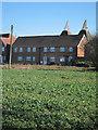 TQ6745 : Nettlestead Oast, Maidstone Road, Paddock Wood, Kent by Oast House Archive