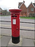 ST5038 : Postbox near the roundabout by Bill Nicholls