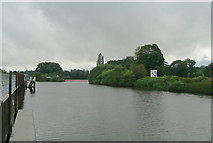 SO8453 : The River Severn approaching Diglis Lock, Worcester by Roger  Kidd