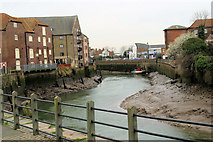 TF3243 : The River Witham at low tide by Stuart Logan