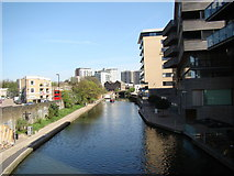 TQ3283 : Looking east-southeast down the Regent's Canal from the New North Road bridge by Robert Lamb