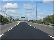 TQ0485 : M40 Motorway - it starts here by Peter Whatley